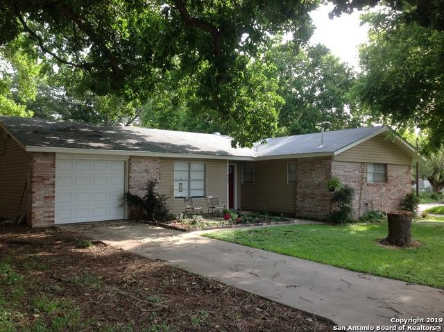952 Kunkel St, Seguin, TX 78155 (MLS #1390034) :: Tom White Group