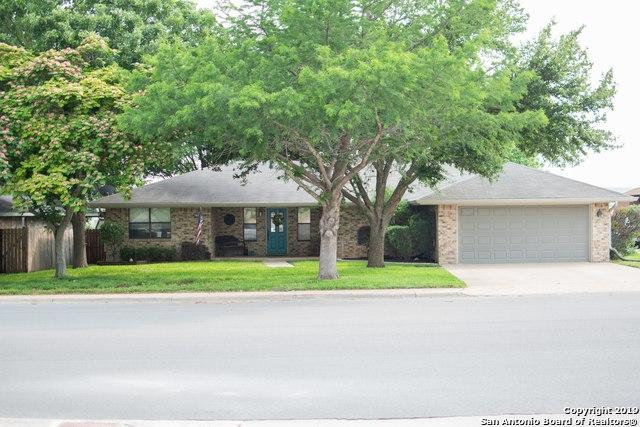 1813 Lois St, Kerrville, TX 78028 (#1390297) :: The Perry Henderson Group at Berkshire Hathaway Texas Realty