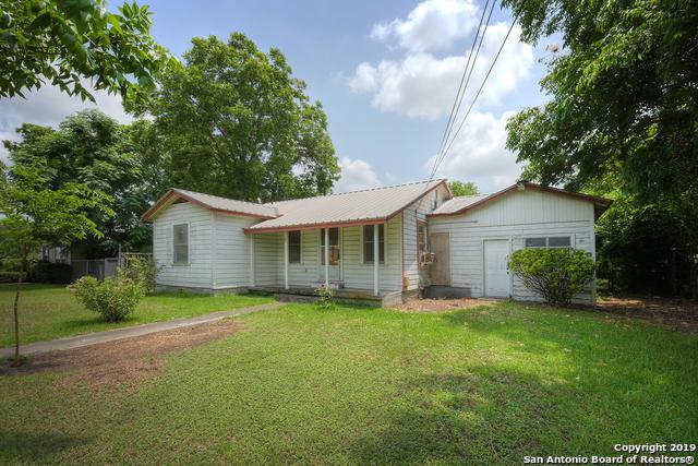 1069 E Walnut St, Seguin, TX 78155 (MLS #1390471) :: Tom White Group