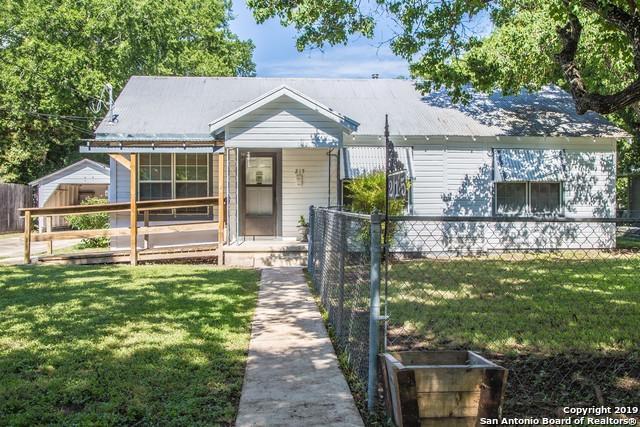 215 Moore St, Seguin, TX 78155 (MLS #1390619) :: Tom White Group