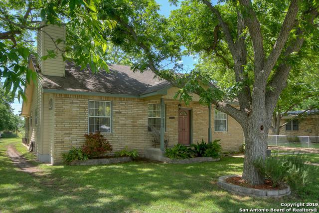 978 Broadway, New Braunfels, TX 78130 (MLS #1390741) :: Exquisite Properties, LLC