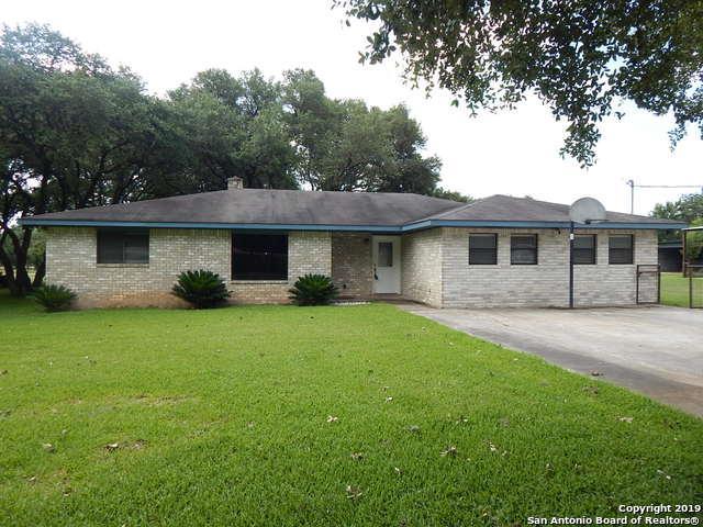 1188 Edwards Blvd, New Braunfels, TX 78132 (MLS #1390888) :: Vivid Realty
