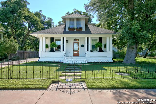 413 N River St, Seguin, TX 78155 (MLS #1391217) :: Erin Caraway Group
