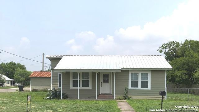 506 N Johnson St, Karnes City, TX 78118 (MLS #1391240) :: BHGRE HomeCity