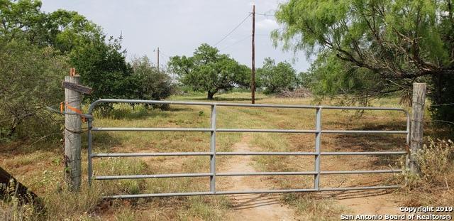 5270 County Road 307, Jourdanton, TX 78026 (MLS #1391712) :: BHGRE HomeCity
