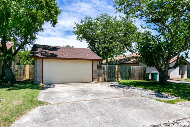 9722 Meadow Dr, Converse, TX 78109 (MLS #1392037) :: Tom White Group