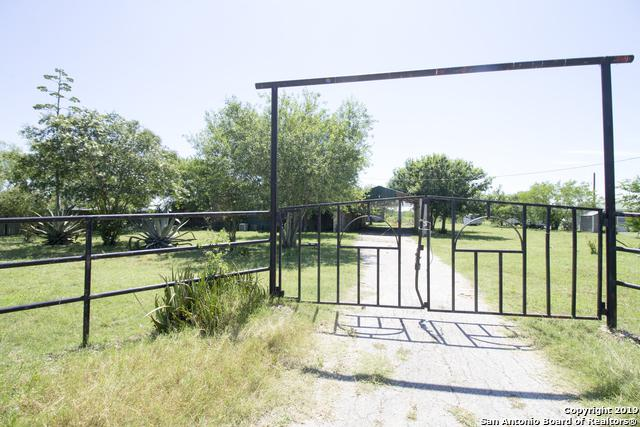 279 County Road 5716, Natalia, TX 78059 (MLS #1392418) :: The Castillo Group
