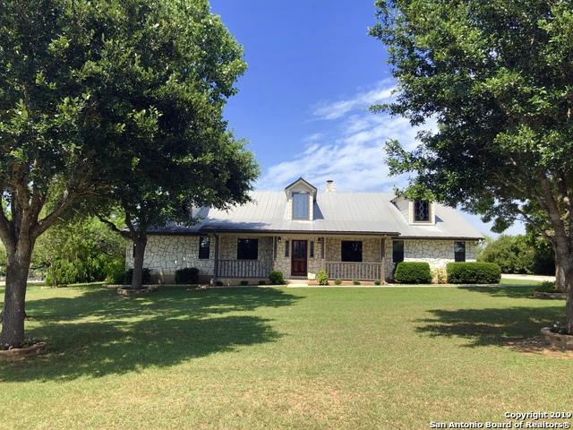 115 Country Gardens, La Vernia, TX 78121 (MLS #1393106) :: Neal & Neal Team