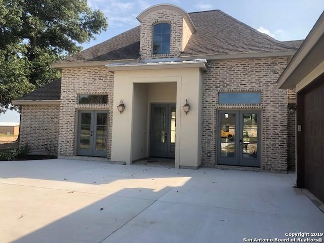 299 Abrego Lake Dr, Floresville, TX 78114 (MLS #1393183) :: Magnolia Realty