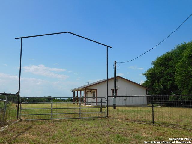 501 Wolf Ln, La Vernia, TX 78121 (MLS #1393608) :: Neal & Neal Team