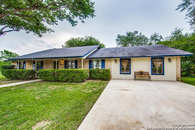 610 Elm St, Floresville, TX 78114 (MLS #1393845) :: The Mullen Group | RE/MAX Access
