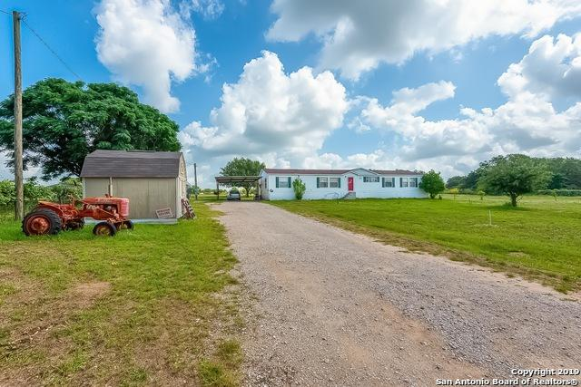 601 Rossville Rd, Devine, TX 78016 (MLS #1394465) :: The Gradiz Group