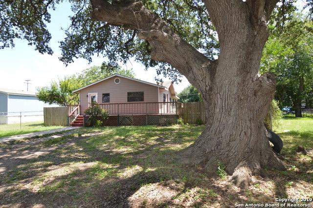 903 17TH ST, Hondo, TX 78861 (MLS #1395988) :: Alexis Weigand Real Estate Group
