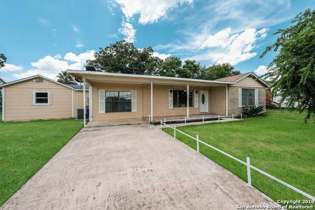 1109 Sixth St, Floresville, TX 78114 (MLS #1396309) :: Alexis Weigand Real Estate Group