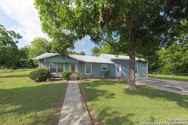 935 W New Braunfels St, Seguin, TX 78155 (MLS #1396426) :: Alexis Weigand Real Estate Group