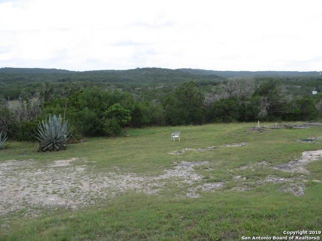 320 County Road 243, Hondo, TX 78861 (MLS #1397138) :: The Gradiz Group