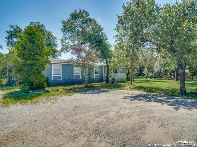 936 Eagle Creek Dr, Floresville, TX 78114 (MLS #1397442) :: The Castillo Group
