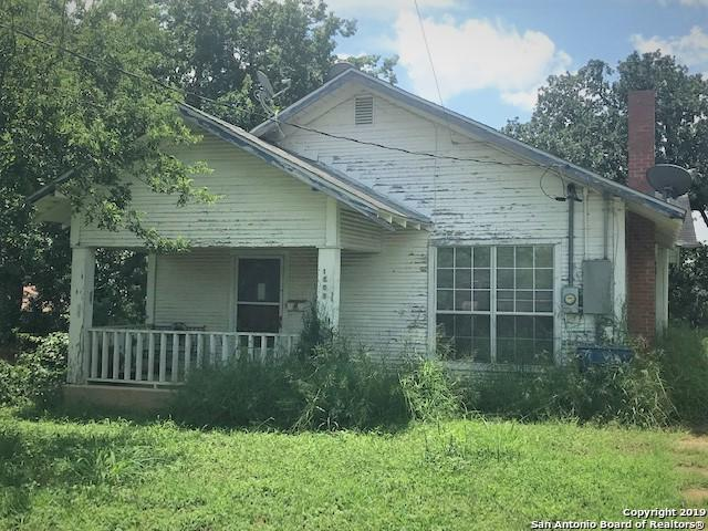 1606 C St, Floresville, TX 78114 (MLS #1398385) :: The Castillo Group