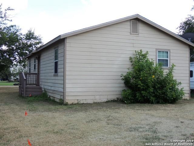 906 Pecan St, Jourdanton, TX 78026 (MLS #1398735) :: The Castillo Group