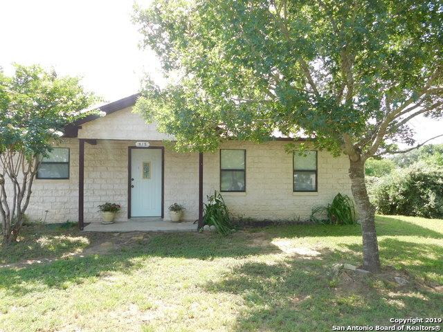 915 Devine Dr, Devine, TX 78016 (MLS #1398765) :: The Gradiz Group