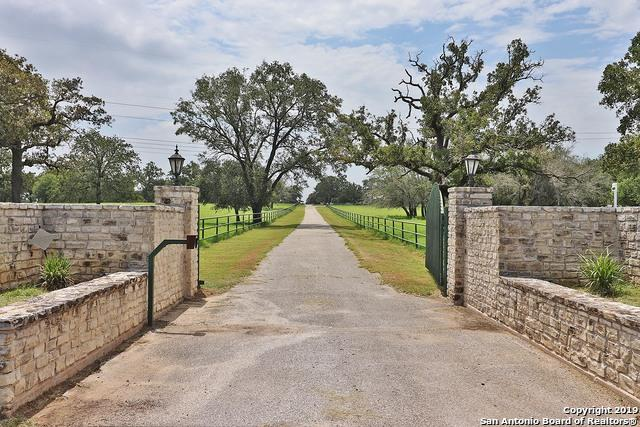 6838 State Highway 97 E, Floresville, TX 78114 (MLS #1398823) :: Glover Homes & Land Group