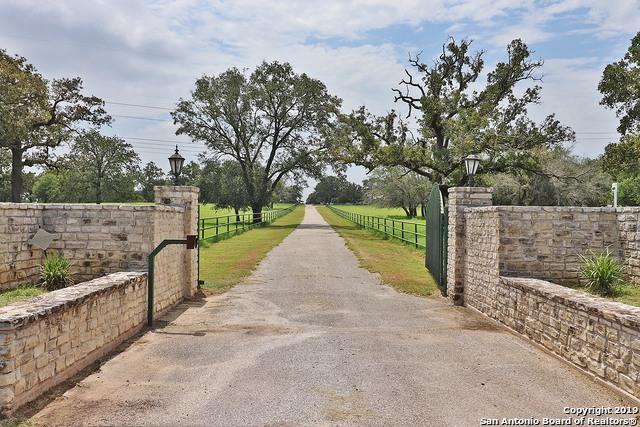 6838 State Highway 97 E, Floresville, TX 78114 (MLS #1398823) :: The Castillo Group
