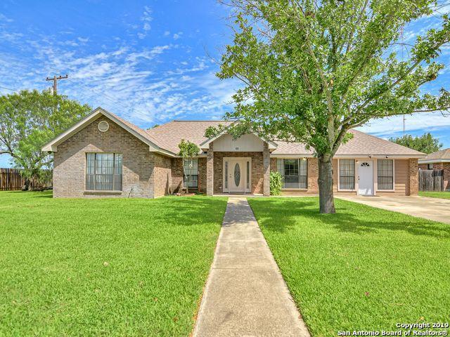 100 N Bluebonnet Dr, Uvalde, TX 78801 (MLS #1398863) :: The Castillo Group