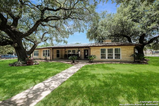515 N Sayers Dr, Devine, TX 78016 (MLS #1399050) :: The Gradiz Group