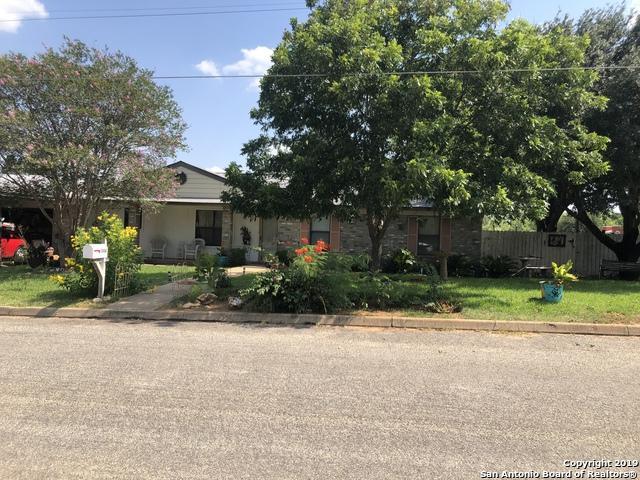 1304 E Alabama St, Pearsall, TX 78061 (MLS #1399150) :: The Gradiz Group