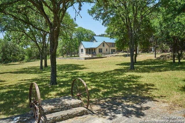 320 Upper Cibolo Creek Rd, Boerne, TX 78006 (MLS #1399556) :: The Castillo Group