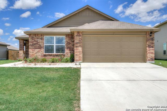 1604 W Nolte Farms Rd, Seguin, TX 78155 (MLS #1399689) :: NewHomePrograms.com LLC