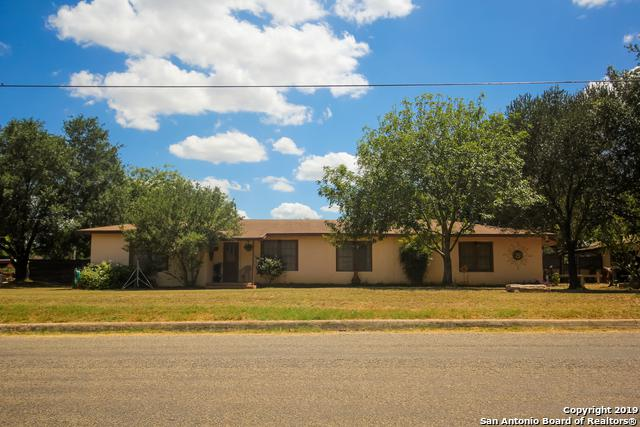 123 E Hugo St, Dilley, TX 78017 (#1399690) :: The Perry Henderson Group at Berkshire Hathaway Texas Realty