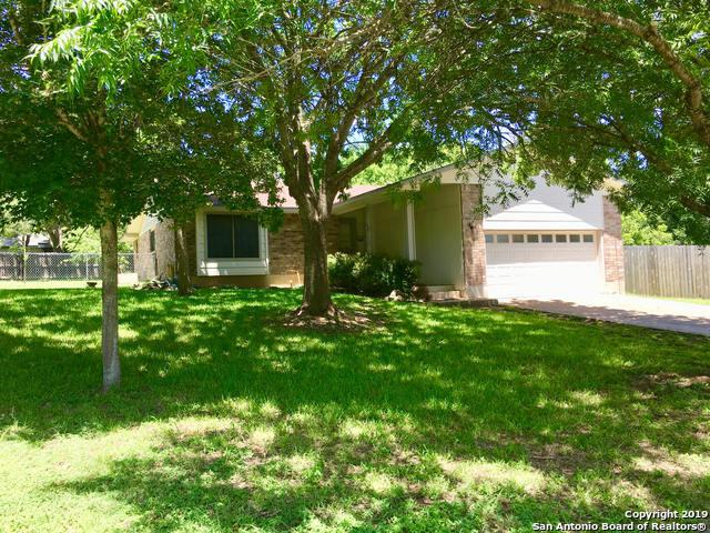 203 Oakview Dr, Kerrville, TX 78028 (MLS #1399817) :: Alexis Weigand Real Estate Group