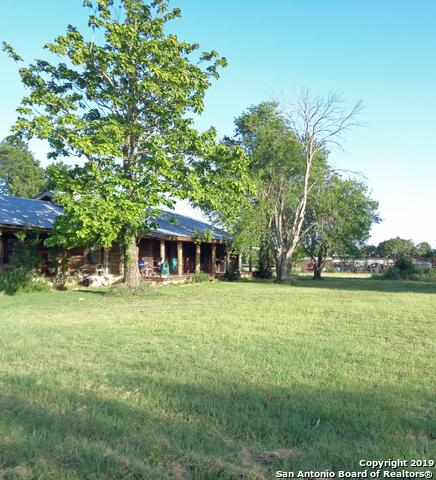 410 County Road 763, Devine, TX 78016 (MLS #1399829) :: Vivid Realty