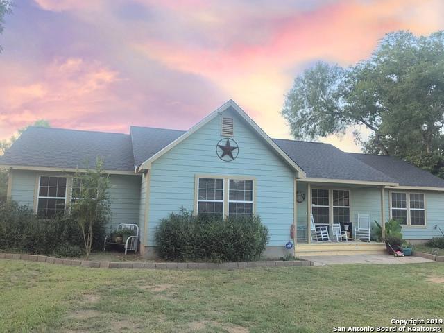 612 Zig Zag Ave, Devine, TX 78016 (MLS #1399855) :: ForSaleSanAntonioHomes.com