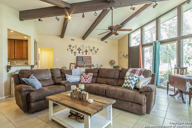 454 Lake Placid Dr, Seguin, TX 78155 (MLS #1400317) :: Magnolia Realty