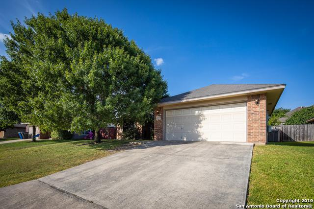 2045 Bentwood Dr, New Braunfels, TX 78130 (#1402273) :: The Perry Henderson Group at Berkshire Hathaway Texas Realty