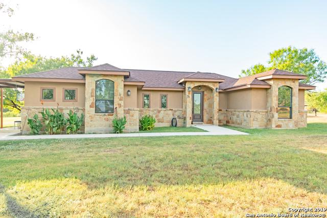 1002 Westcrest, Floresville, TX 78114 (MLS #1402510) :: BHGRE HomeCity