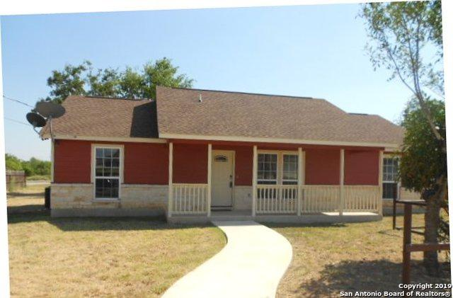 616 E Nueces St, Pearsall, TX 78061 (MLS #1403374) :: BHGRE HomeCity