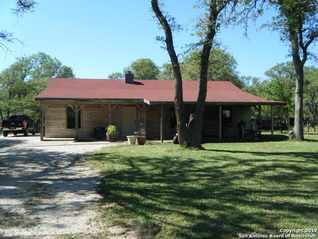 2002 Bentwood Dr, Floresville, TX 78114 (MLS #1403386) :: Carolina Garcia Real Estate Group
