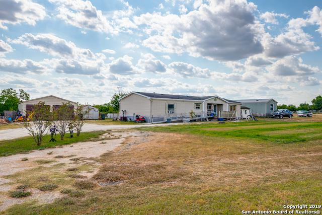 324 Stagecoach Hill Dr, Seguin, TX 78155 (MLS #1403402) :: BHGRE HomeCity