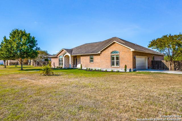 116 Oakview Dr, Floresville, TX 78114 (MLS #1404823) :: BHGRE HomeCity