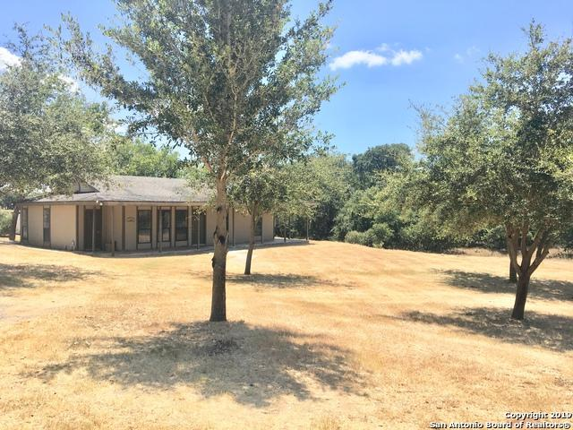 112 Hickory Hill Dr, La Vernia, TX 78121 (MLS #1404853) :: Brandi Cook Real Estate Group, LLC