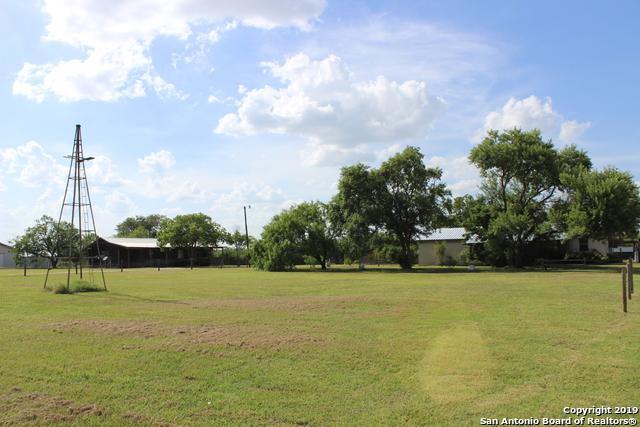 480 Rodeo Dr, Seguin, TX 78155 (MLS #1404986) :: Tom White Group