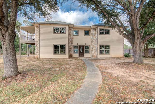1100 River Oak Dr, Seguin, TX 78155 (#1409229) :: The Perry Henderson Group at Berkshire Hathaway Texas Realty