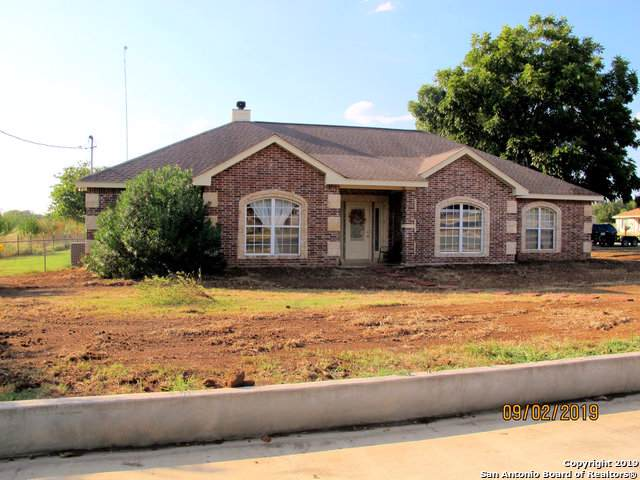615 A St, Floresville, TX 78114 (MLS #1409296) :: BHGRE HomeCity