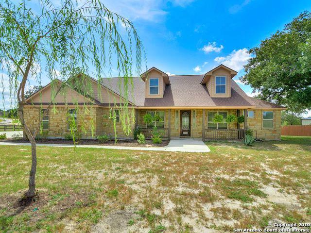 136 Abrego Lake Dr, Floresville, TX 78114 (MLS #1410376) :: BHGRE HomeCity