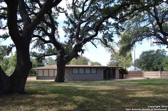 412 W Moore Drive, Devine, TX 78016 (MLS #1410580) :: BHGRE HomeCity