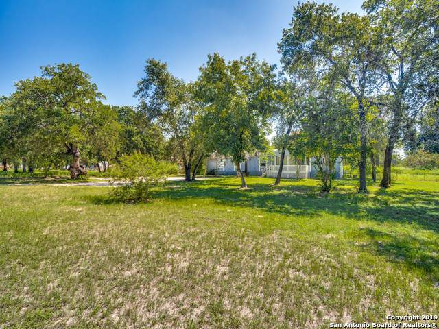 936 Eagle Creek Dr, Floresville, TX 78114 (MLS #1411077) :: BHGRE HomeCity
