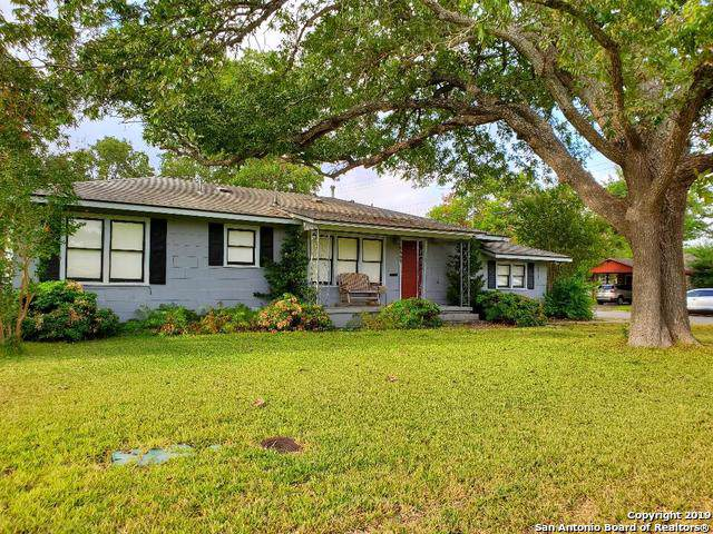 1407 30th Street, Hondo, TX 78861 (MLS #1411166) :: Santos and Sandberg